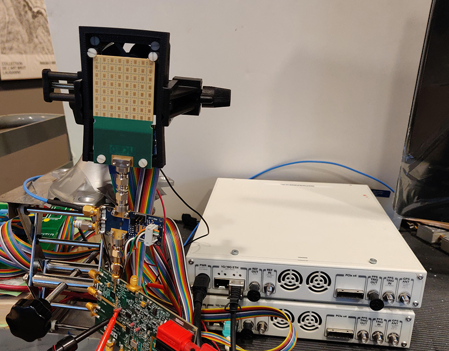 Sprzęt do wielowiązkowego systemu fal milimetrowych / Źródło: Uniwersytet Kalifornijski