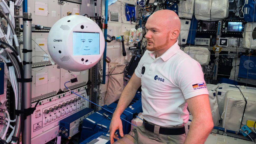 Robot CIMON iastronauta Alexander Gerst / Źródło: ESA/NASA/Space.com