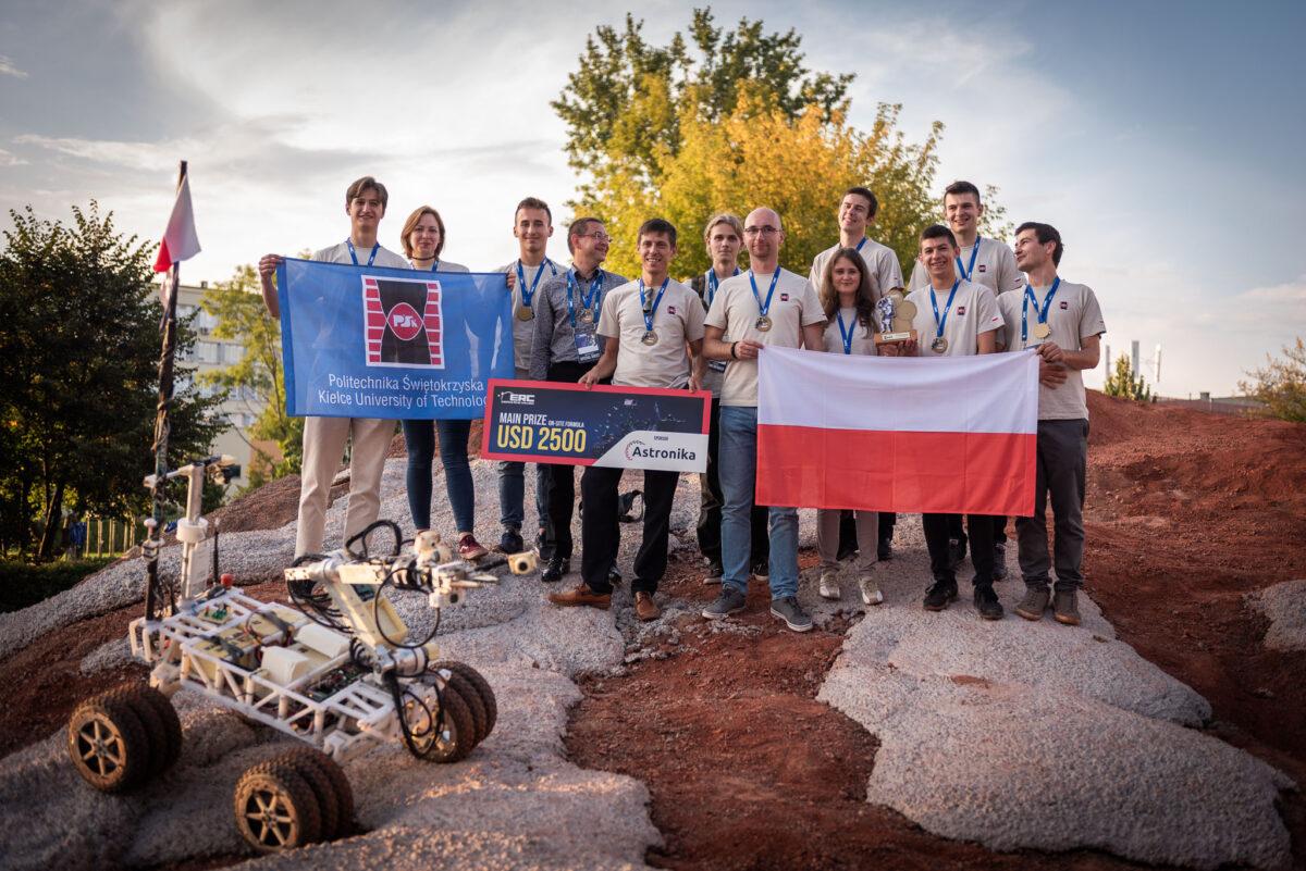 zawody łazików marsjańskich - zwycięska drużyna / Źródło: European Rover Challenge